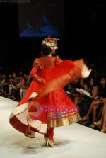 Model walks the ramp for V J Balhara Show at Lakme Winter fashion week day 3 on 19th Sept 2010 (6).JPG