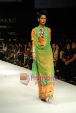 Model walks the ramp for V J Balhara Show at Lakme Winter fashion week day 3 on 19th Sept 2010 (68).JPG
