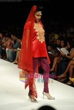 Model walks the ramp for V J Balhara Show at Lakme Winter fashion week day 3 on 19th Sept 2010 (80).JPG
