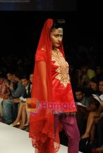 Model walks the ramp for V J Balhara Show at Lakme Winter fashion week day 3 on 19th Sept 2010 (81).JPG