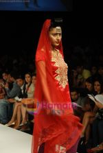 Model walks the ramp for V J Balhara Show at Lakme Winter fashion week day 3 on 19th Sept 2010 (82).JPG