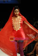 Model walks the ramp for V J Balhara Show at Lakme Winter fashion week day 3 on 19th Sept 2010 (83).JPG