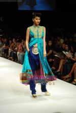Model walks the ramp for V J Balhara Show at Lakme Winter fashion week day 3 on 19th Sept 2010 (85).JPG