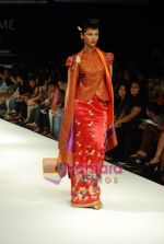 Model walks the ramp for V J Balhara Show at Lakme Winter fashion week day 3 on 19th Sept 2010 (90).JPG
