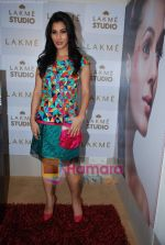 Sophie Chaudhary at Lakme Winter fashion week 2010 day 3 on 19th Sept 2010 (11).JPG