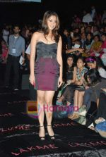 Tanushree Dutta at Lakme Winter fashion week 2010 day 3 on 19th Sept 2010 (2).JPG