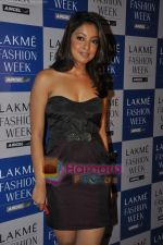 Tanushree Dutta at Rajat Tangri Show at Lakme Winter fashion week day 3 on 19th Sept 2010 (5).JPG