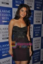 Tanushree Dutta at Rajat Tangri Show at Lakme Winter fashion week day 3 on 19th Sept 2010 (6).JPG