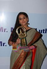 Vidya Balan at Priyadarshni Award in Mumbai on 19th Sept 2010 (10).JPG