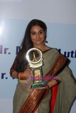 Vidya Balan at Priyadarshni Award in Mumbai on 19th Sept 2010 (9).JPG