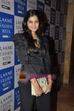 at Lakme Winter fashion week 2010 day 3 on 19th Sept 2010 (34).JPG