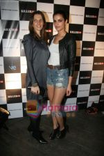 at Narendra Kumar Show in Vie Lounge at Lakme Winter fashion week day 3 on 19th Sept 2010 (31).JPG