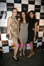 at Narendra Kumar Show in Vie Lounge at Lakme Winter fashion week day 3 on 19th Sept 2010 (35).JPG