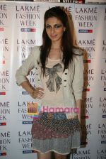 at Narendra Kumar Show in Vie Lounge at Lakme Winter fashion week day 3 on 19th Sept 2010 (6).JPG
