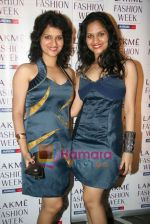 at Narendra Kumar Show in Vie Lounge at Lakme Winter fashion week day 3 on 19th Sept 2010 (8).JPG