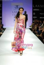 Model walks the ramp for Tory Costa Show at Lakme Winter fashion week day 4 on 20th Sept 2010 (14).JPG