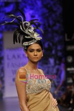 Model walks the ramp for Neeta Lulla Show at Lakme Winter fashion week day 5 on 21st Sept 2010 (11).JPG