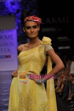 Model walks the ramp for Neeta Lulla Show at Lakme Winter fashion week day 5 on 21st Sept 2010 (14).JPG