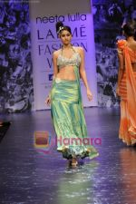 Model walks the ramp for Neeta Lulla Show at Lakme Winter fashion week day 5 on 21st Sept 2010 (17).JPG