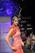 Model walks the ramp for Neeta Lulla Show at Lakme Winter fashion week day 5 on 21st Sept 2010 (28).JPG
