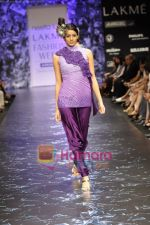 Model walks the ramp for Neeta Lulla Show at Lakme Winter fashion week day 5 on 21st Sept 2010 (38).JPG