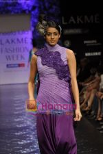 Model walks the ramp for Neeta Lulla Show at Lakme Winter fashion week day 5 on 21st Sept 2010 (39).JPG
