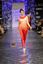 Model walks the ramp for Neeta Lulla Show at Lakme Winter fashion week day 5 on 21st Sept 2010 (40).JPG
