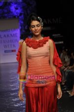 Model walks the ramp for Neeta Lulla Show at Lakme Winter fashion week day 5 on 21st Sept 2010 (41).JPG