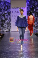 Model walks the ramp for Neeta Lulla Show at Lakme Winter fashion week day 5 on 21st Sept 2010 (43).JPG
