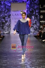 Model walks the ramp for Neeta Lulla Show at Lakme Winter fashion week day 5 on 21st Sept 2010 (44).JPG
