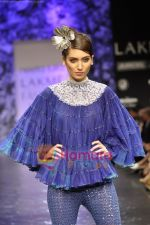 Model walks the ramp for Neeta Lulla Show at Lakme Winter fashion week day 5 on 21st Sept 2010 (45).JPG