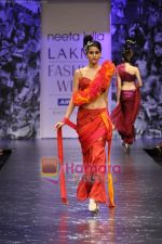 Model walks the ramp for Neeta Lulla Show at Lakme Winter fashion week day 5 on 21st Sept 2010 (52).JPG