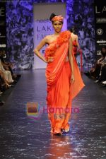 Model walks the ramp for Neeta Lulla Show at Lakme Winter fashion week day 5 on 21st Sept 2010 (56).JPG