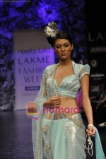 Model walks the ramp for Neeta Lulla Show at Lakme Winter fashion week day 5 on 21st Sept 2010 (72).JPG