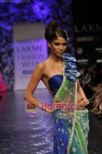 Model walks the ramp for Neeta Lulla Show at Lakme Winter fashion week day 5 on 21st Sept 2010 (78).JPG