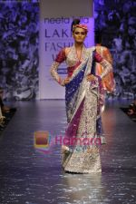 Model walks the ramp for Neeta Lulla Show at Lakme Winter fashion week day 5 on 21st Sept 2010 (86).JPG