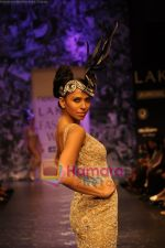 Model walks the ramp for Neeta Lulla Show at Lakme Winter fashion week day 5 on 21st Sept 2010 (9).JPG