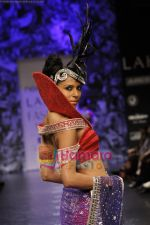 Model walks the ramp for Neeta Lulla Show at Lakme Winter fashion week day 5 on 21st Sept 2010 (90).JPG