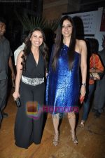 Tabu, Rani Mukherjee at Neeta Lulla Show at Lakme Winter fashion week day 5 on 21st Sept 2010 (2).JPG