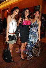 at Lakme Winter fashion week 2010 day 5 on 21st Sept 2010 (157).JPG