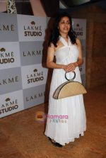 at Lakme Winter fashion week 2010 day 5 on 21st Sept 2010 (76).JPG