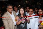 Mahima Chaudhary at the launch of The Great Nawabs restaurant in Lokahndwala market on 23rd Sept 2010.JPG