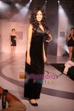 Nandana Sen at Raa by Solus jewellery show at ITC Grand Central on 23rd Sept 2010 (8).JPG