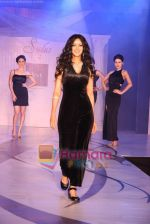 Nandana Sen at Raa by Solus jewellery show at ITC Grand Central on 23rd Sept 2010 (9).JPG