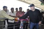 John Travolta left India and went to Moscow in Mumbai International Airport on 28th Sept 2010 (20).JPG