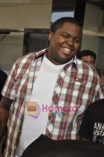 Sean Kingston come to India for a live gig at Hard Rock Cafe and record a song with Indian music director Aadesh Shrivastava on 28th Sept 2010 (45).JPG