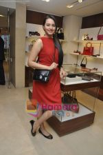 Sonakshi Sinha at the launch of MY Salvatore Ferragamo in Trident, Mumbai on 28th Sept 2010 (15).JPG