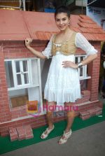 Jacqueline Fernandez promotes Habitat for Humanity cause in Phoenix Mills on 3rd Oct 2010 (29).JPG
