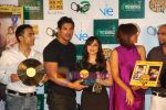 John Abraham,Pakhi, Manasi Scott at Jootha Hi Sahi success bash and LP record launch in Vie Lounge on 4th Oct 2010 (12).JPG