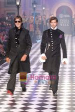 Amitabh Bachchan, Hrithik Roshan walks the ramp for Karan Johar and Varun Bahl_s show on Day 2 of HDIL on 7th Oct 2010 (5).JPG